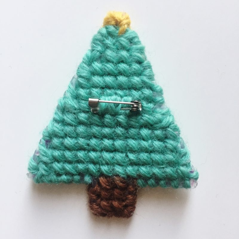 Step-by-step... stitch a Christmas tree brooch!
